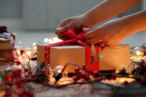 เตรียมเป็นคนโปรดญาติผู้ใหญ่! เลือกของขวัญอย่างไรให้ถูกใจ